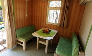 camping los escullos bungalow's dinning room