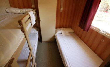 camping los escullos bungalow's bedroom