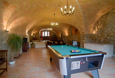 Can llobet game room