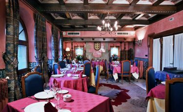 "Pet friendly Hotel ""El Castillo del Colladol"" restaurant"