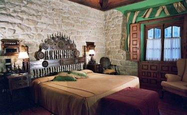 "Pet friendly Hotel room ""El Castillo del Colladol"""