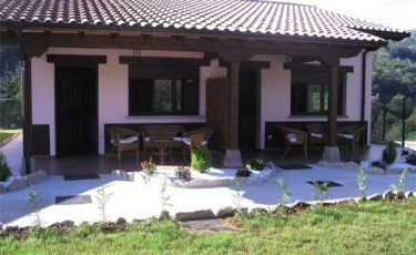 front garden of pet friendly apartments in avin, Asturias
