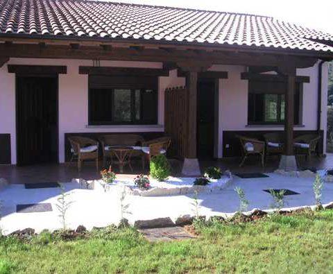 front garden of pet friendly apartments in avin, Asturias