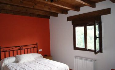 room of pet friendly apartments in avin, Asturias